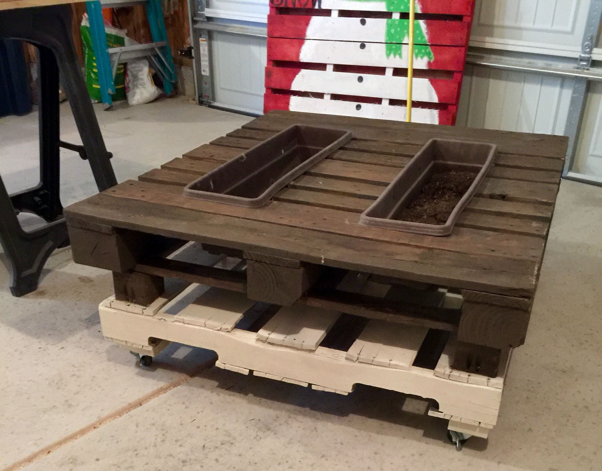 Pallet Coffee Table With Planter Or Ice Chest For Beer As You Re Currently Diy Furniture Pallet Coffee Table Table