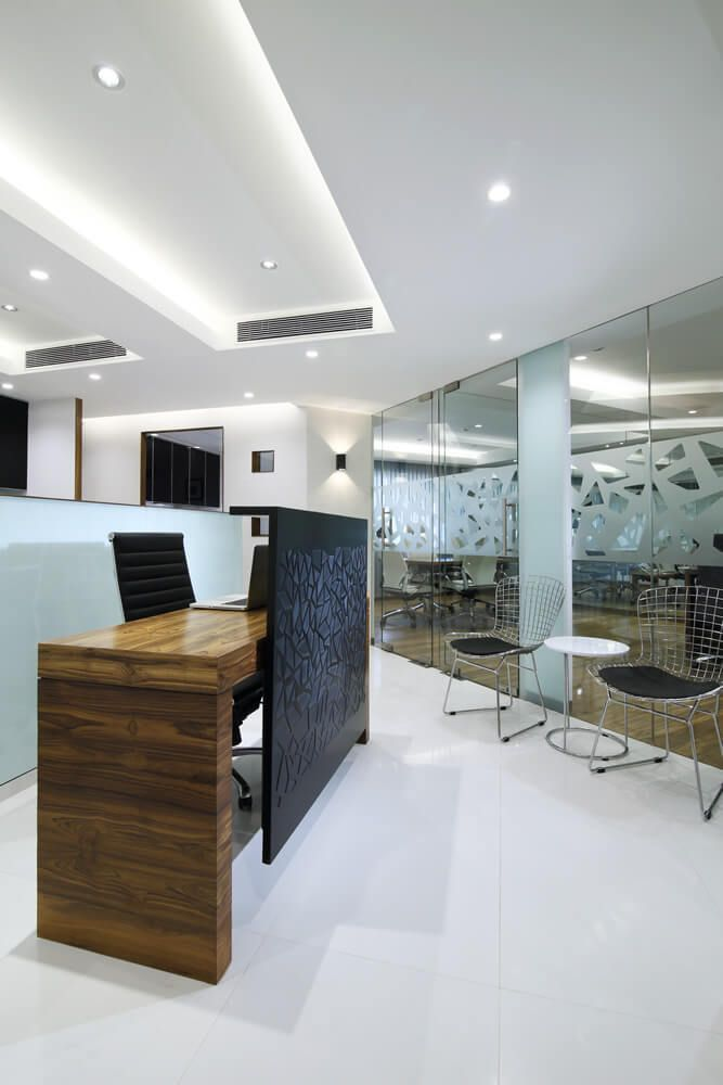 Reception with siting area at nariman point design by best office interior designer in mumbai nitido also rh pinterest