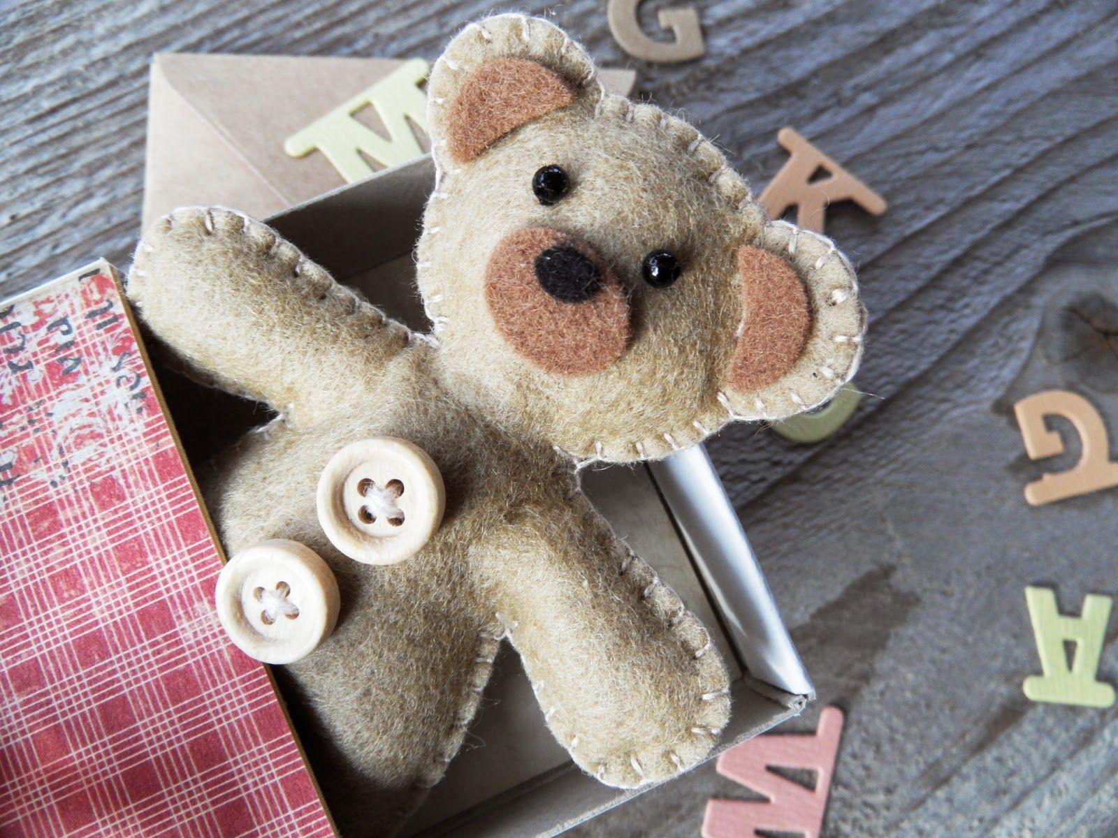 felt seng bjørn teddy i filt   Marianne's beren   Marianne design die  felt seng