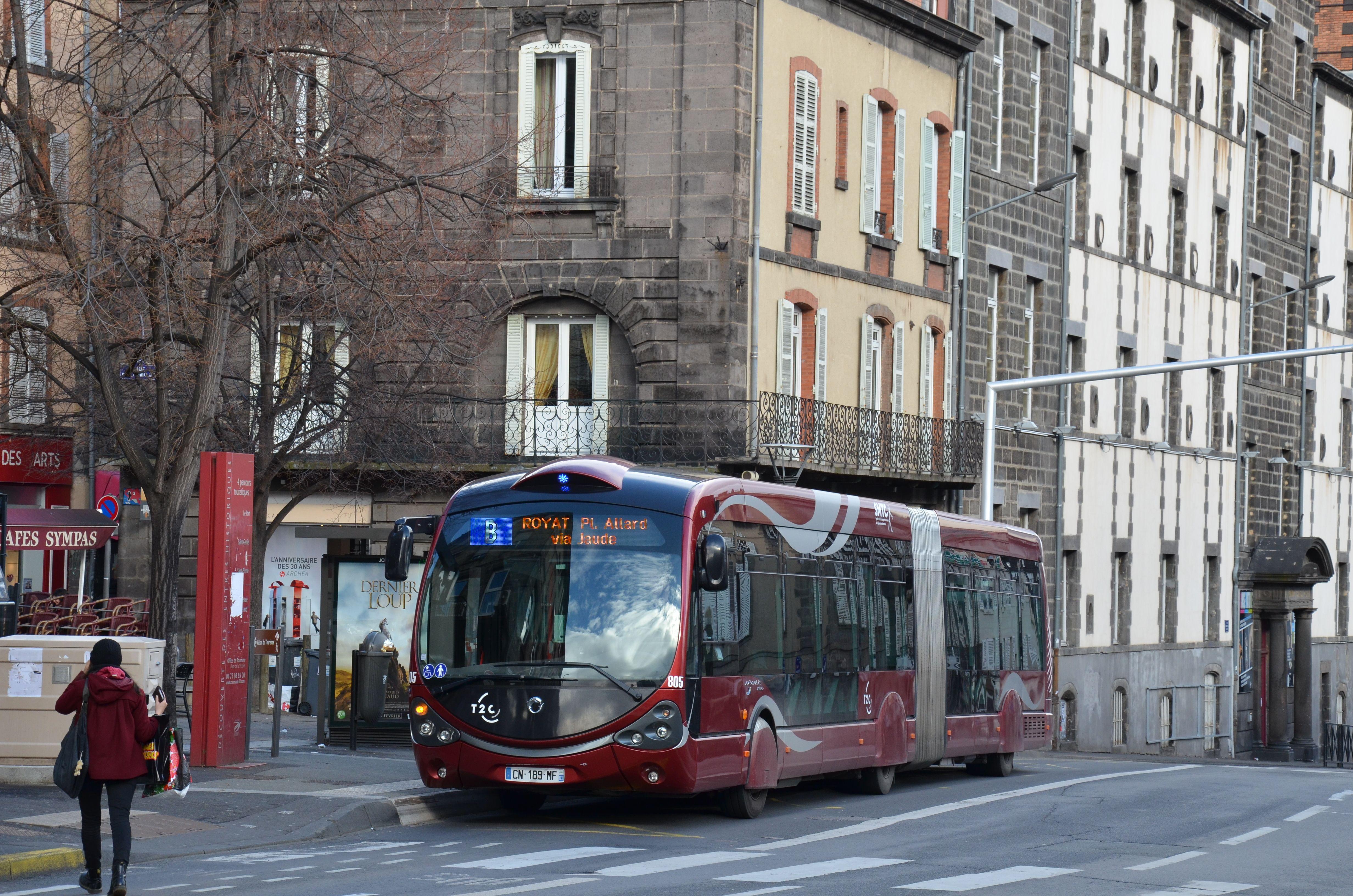 Irisbus Crealis Neo 18 n°805 sur la ligne B du réseau T2C de Clermont Ferrand, à l'arrêt Ballainvilliers. | 21 février 2015
