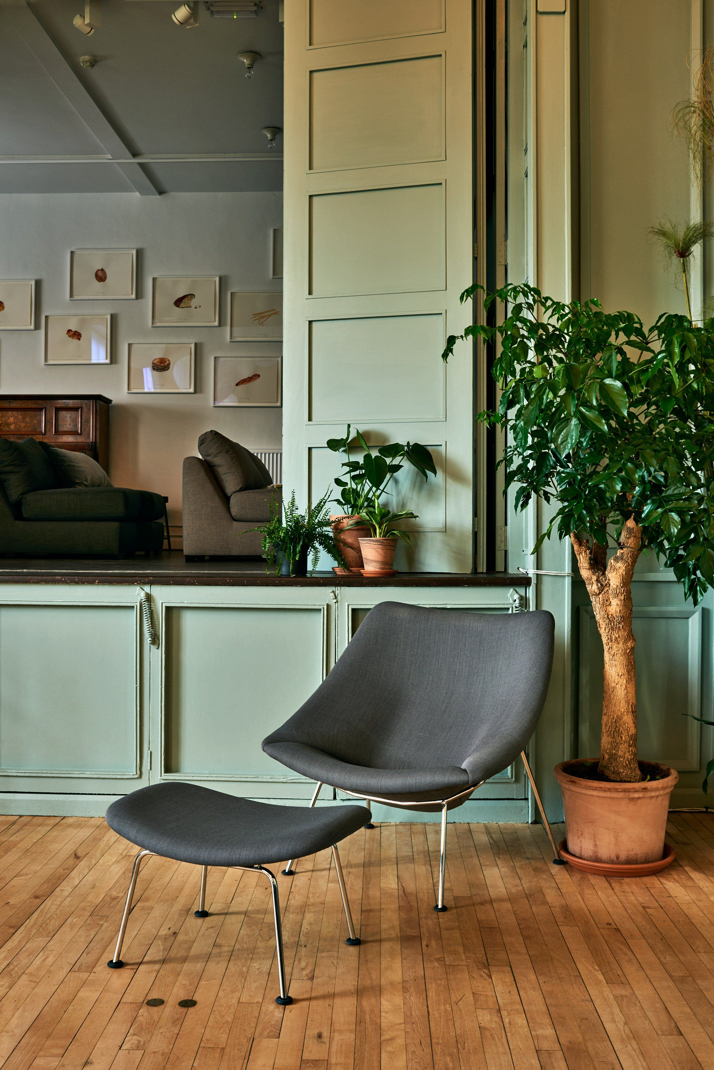 ... Community Centre In London Featuring Our Grey Oyster Chair. This  Interior Is Part Of Refettorio Felix, A Community Kitchen Designed By  Artifort Designer ...
