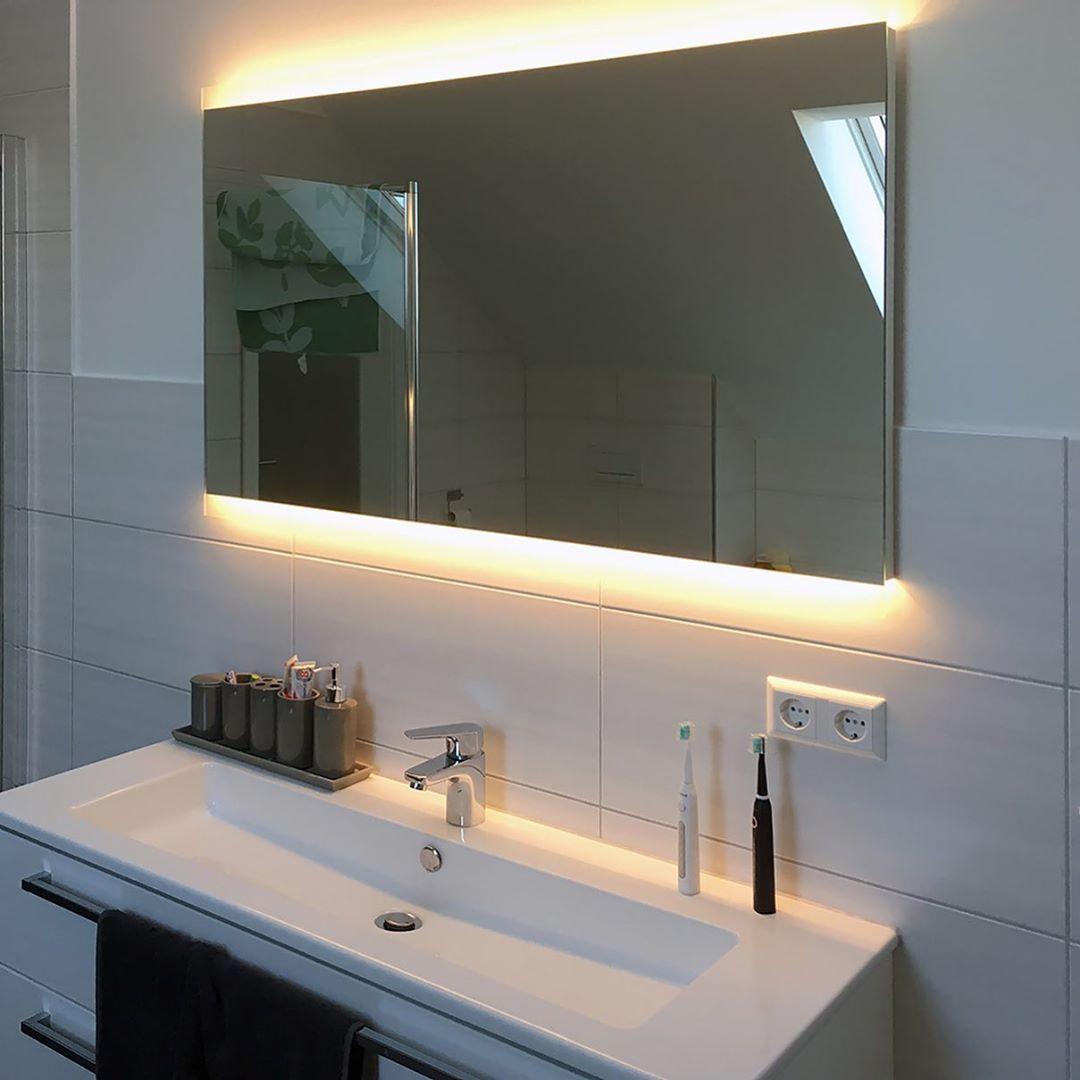 Noemi 2019 Design Badezimmerspiegel Mit Led Beleuchtung Zum Produkt Artikelnummer 2204001 Webse Bathroom Mirror Lighted Bathroom Mirror Bathroom Lighting