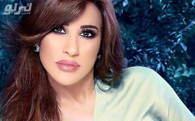 صورة نجوى كرم داخل سيارة بنتلي في مطار دبي والسبب Arabian Beauty Beauty Nose Ring