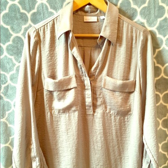 NY&Co Silver Blouse Style this blouse with skinny jeans or leggings for a style that is easy on the go but keeping you looking like a million bucks. New York & Company Tops Blouses
