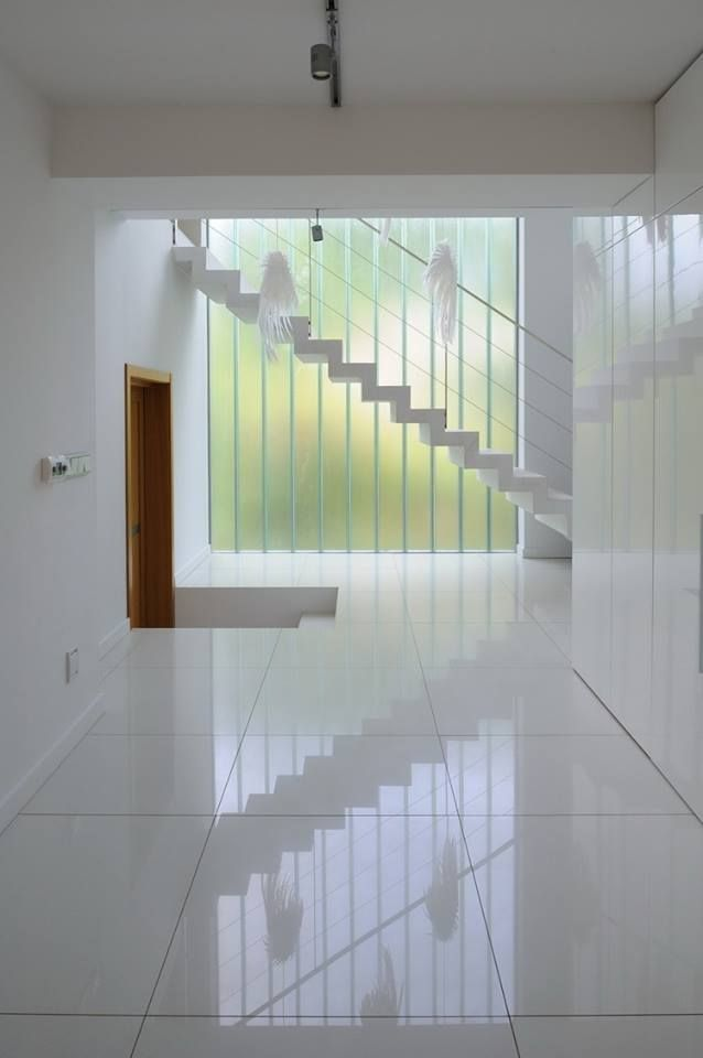 「回歸到簡約的本質」— 以現代手法,把冗贅的飾線弭除,將層次、色彩及材質的質感透過「設計」釋放出最大值。 圖為Kameleonlab的案例: http://www.kameleonlab.com/