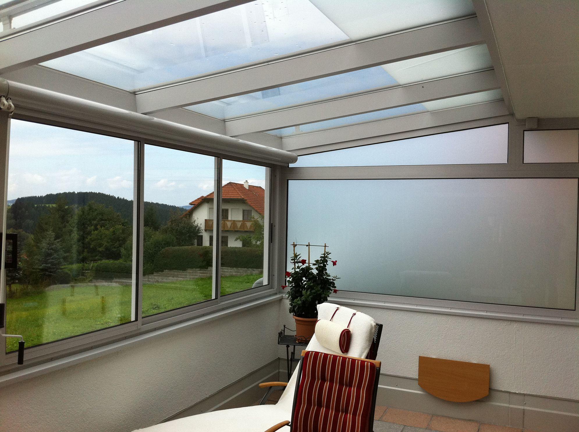 Wintergartenverglasung mit seitlichem Sichtschutz Haus