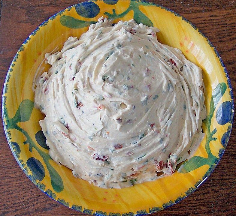 Frischkäse - Dip mit getrockneten Tomaten und Pinienkernen von Micke | Chefkoch