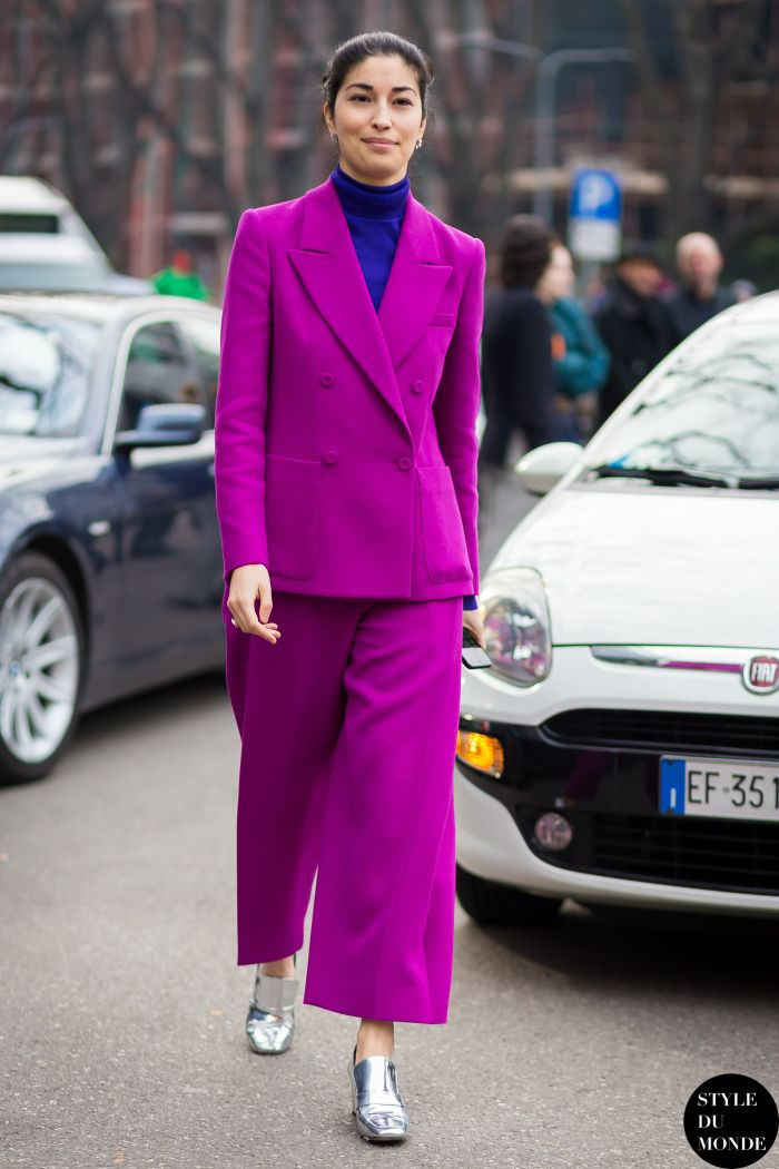 Street Style I outfit inspiration I spring look I classic style I purple fuchsia women's suit I silver metallic shoes I trend I turtle neck I work outfit I style du monde @monstylepin