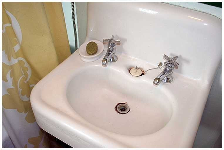 Old Fashioned Bathroom Sink Faucets