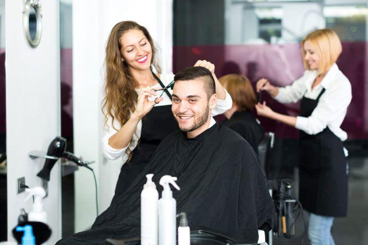 9 Meilleurs Endroits Pour Obtenir Des Coupes De Cheveux Bon Marche Pres De Chez Moi Guide 20 Cheap Haircuts Trending Haircuts Business Hairstyles