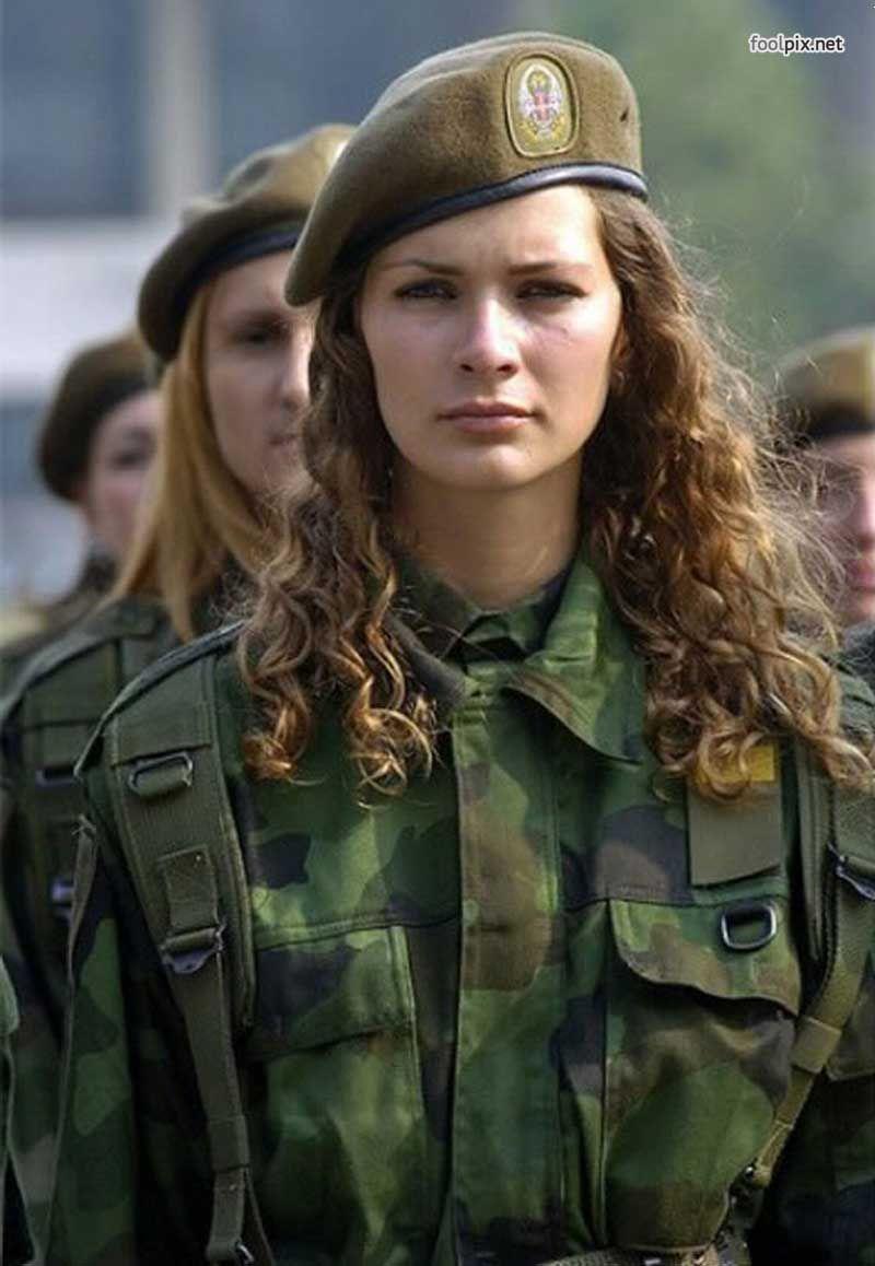Девушки в военный форме