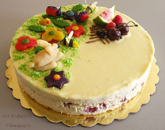 Coconut cake with raspberries and almonds