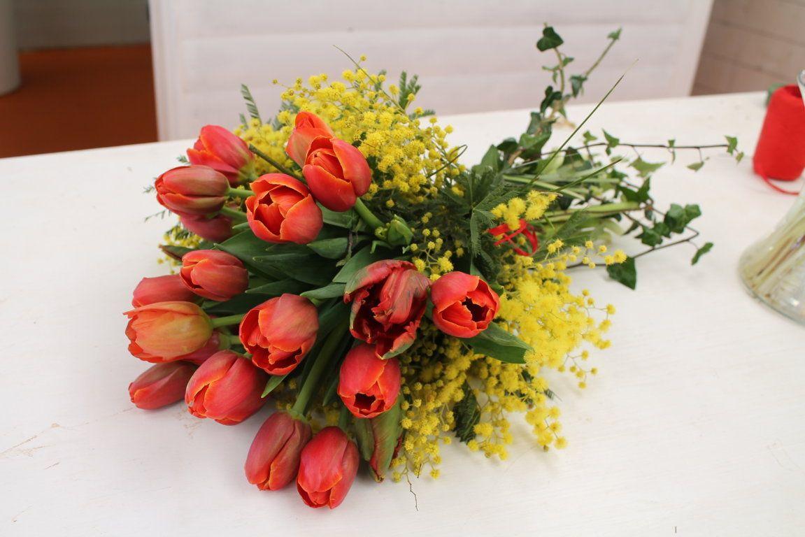 Mazzo Di Fiori E Mimosa.Bouquet Con Tulipani E Mimosa Con Immagini Composizioni