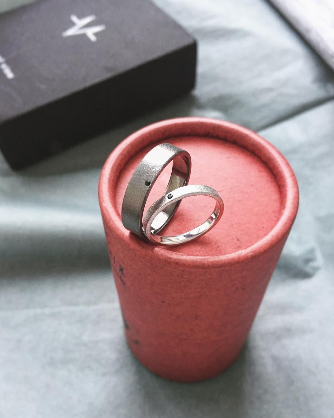 14K Gold diamond wedding ring Oxygenium (O). Diamond ring. Wedding ...