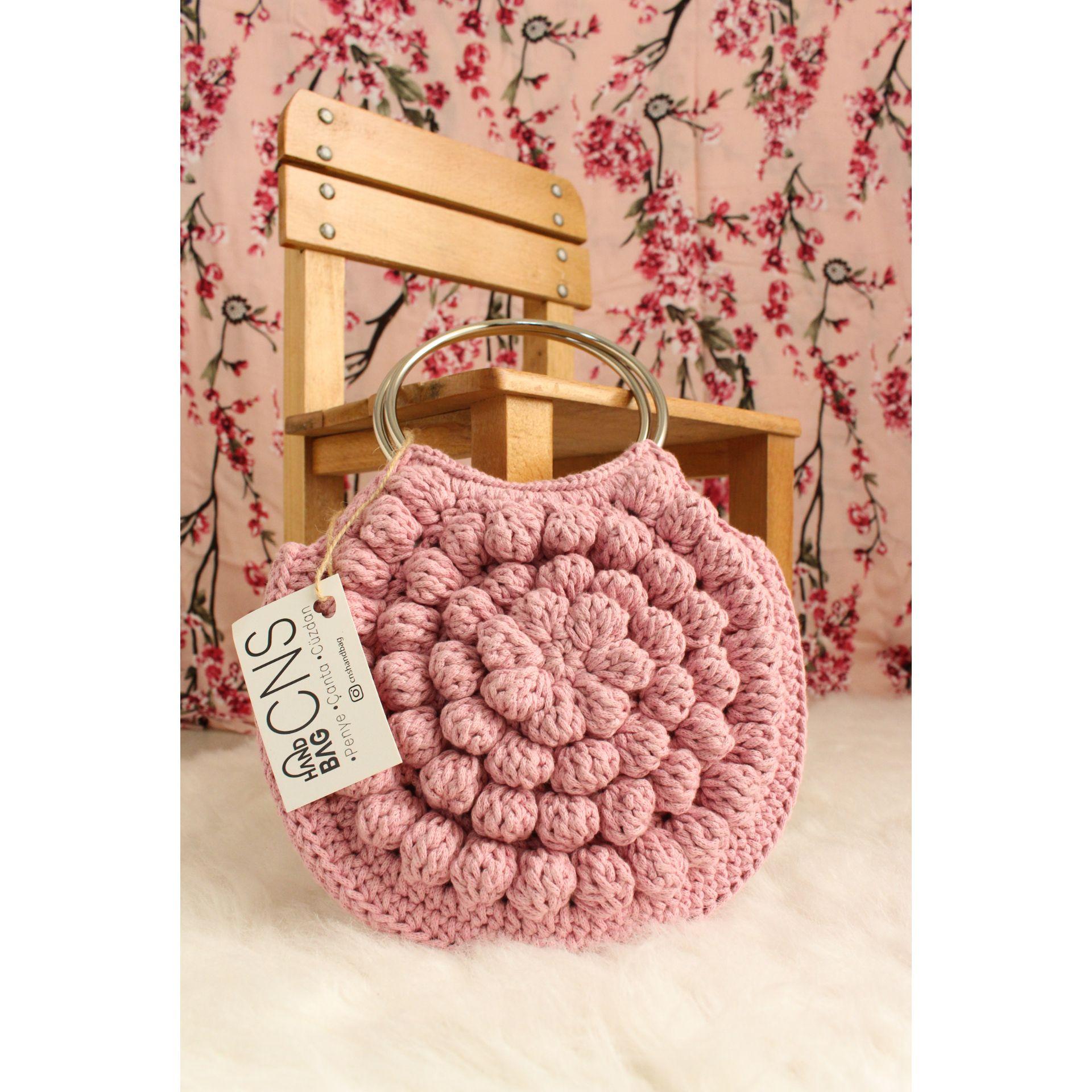 Her mevsimin çantası Romashka... 💮 ▪️▪️▪️ . -İsteğe göre sipariş alınır. -Sipariş ve fiyat bilgisi için Dm'den iletişime geçiniz. ▪️▪️▪️ #raffiaip#pullandbear #hasırçanta #örgüvideo#handmade#cnshandbag#örgüçanta#knit #knittingbag#çanta#crochetbag#crochet#makrome #kagitipcanta #romashka