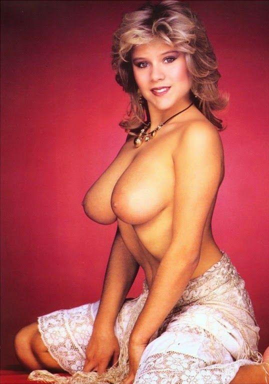 Nude hot women showing off ass — img 7