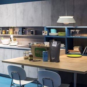 Mensole per cucina: piani d\'appoggio per attrezzare le pareti ...