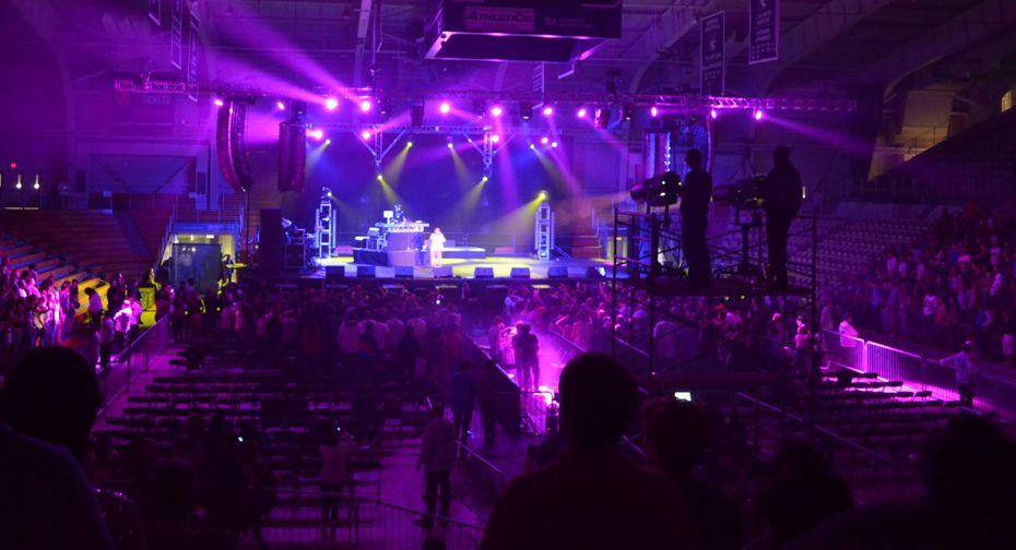 Indoor concert | Stage design, Concert, Stage lighting  Indoor concert ...