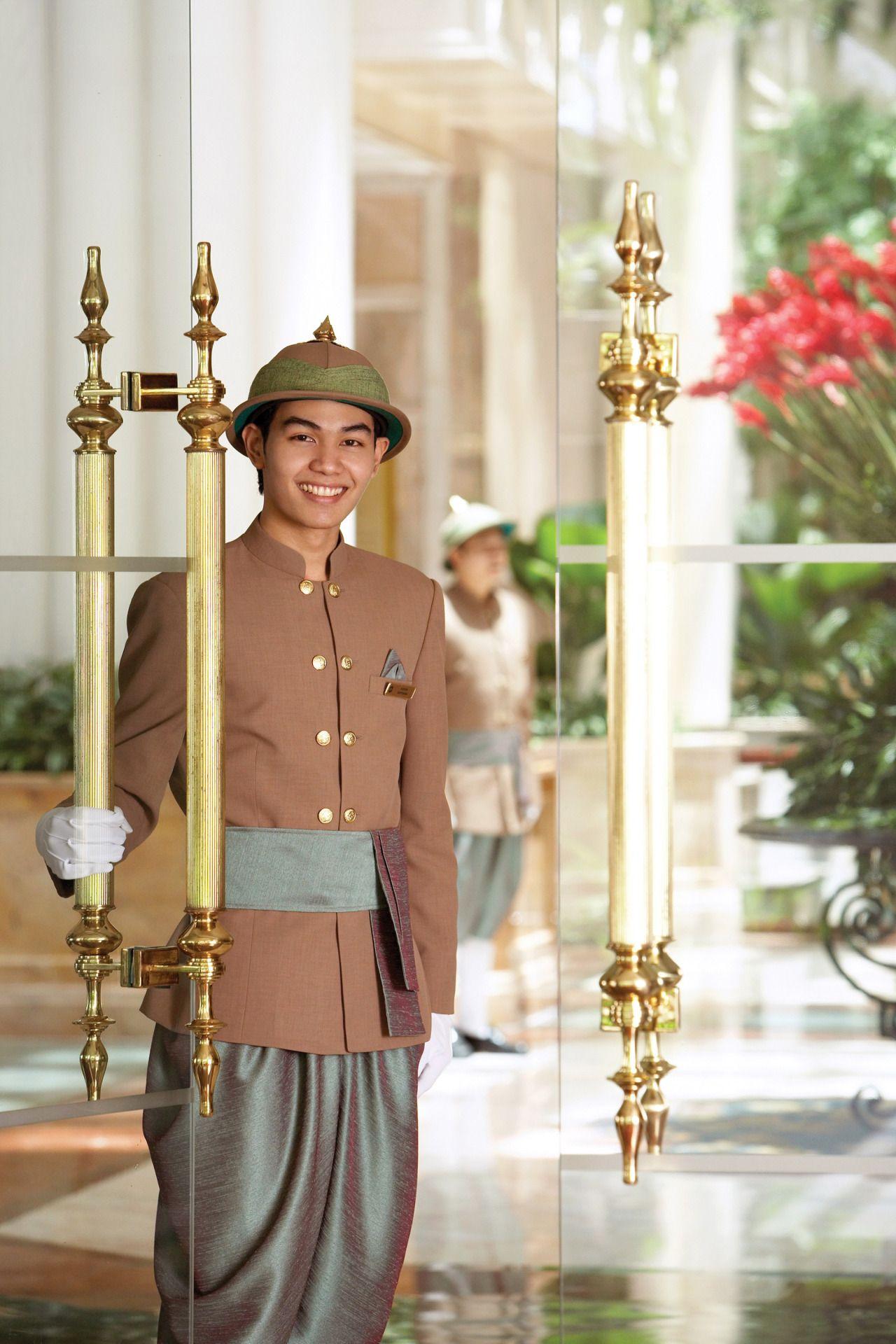 Tinamotta doorman in shangri la hotel bangkok uniform for Spa uniform bangkok