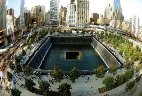 11-S: a zecea aniversare a bătut toate recordurile de turişti şi venituri în Lower Manhattan