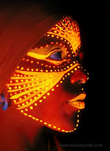 tribal fluo makeup. Maquillage
