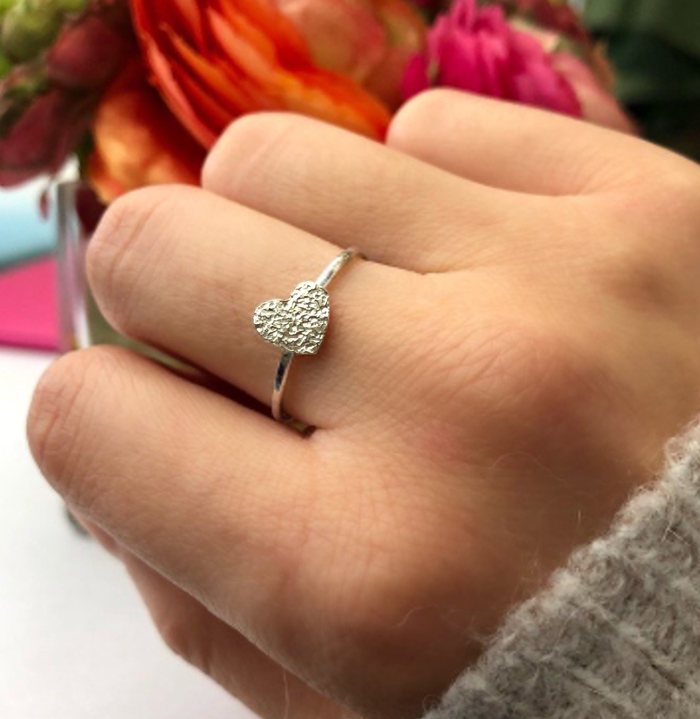 The silver textured heart ring includes:* Ring band thickness: 1.2mm (approx)* Silver heart: 7mm x 7mm* Handmade in sterling silver * White gift box and gift card choice.