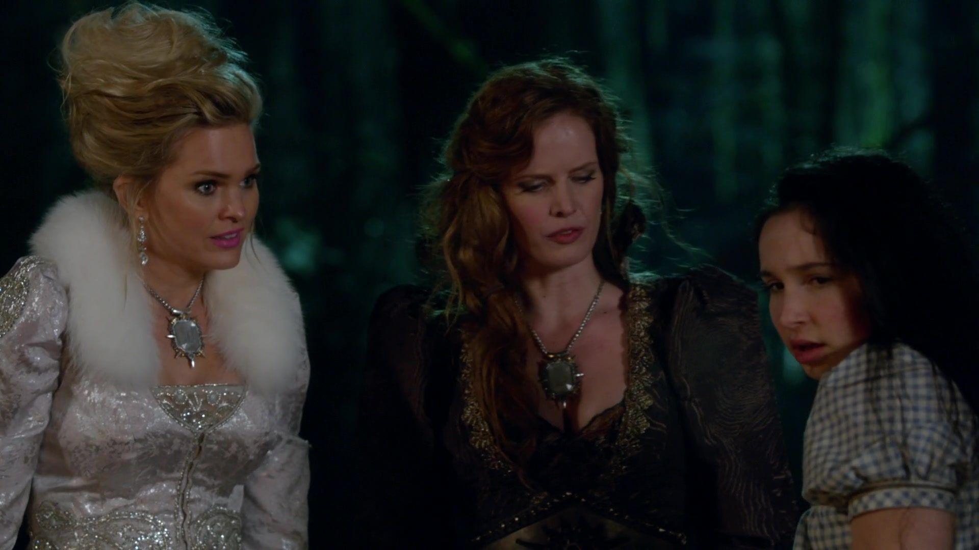 Glinda, Zelena & Dorothy episode 20 screencap.