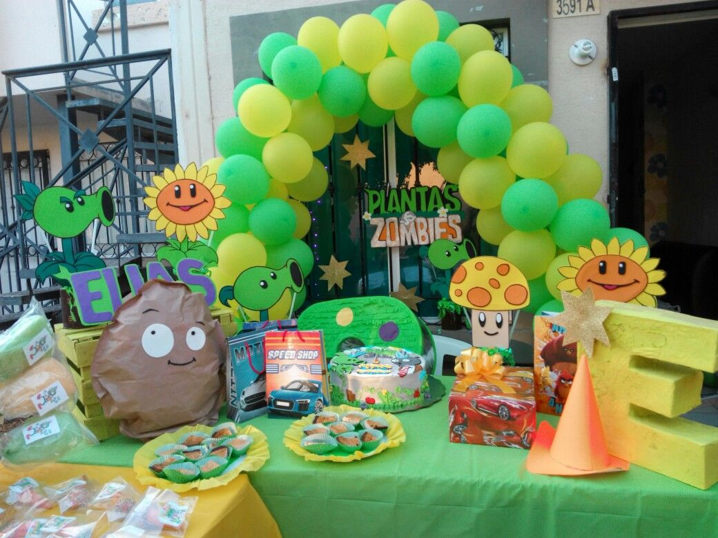 Decoraci n plantas vs zombies manualidades by me cake for Decoracion con globos plantas contra zombies