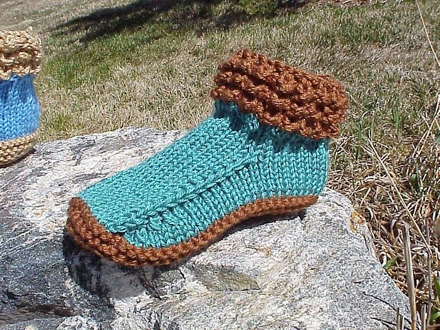 Free Pattern: Crocodilly Mocs for Women | Knit,crochet and tat ...