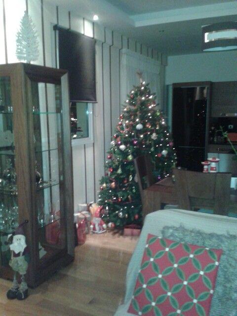 Home sweet home... #christmas #holidays #christmastree #home #xmasspirit #gifts #livingroom