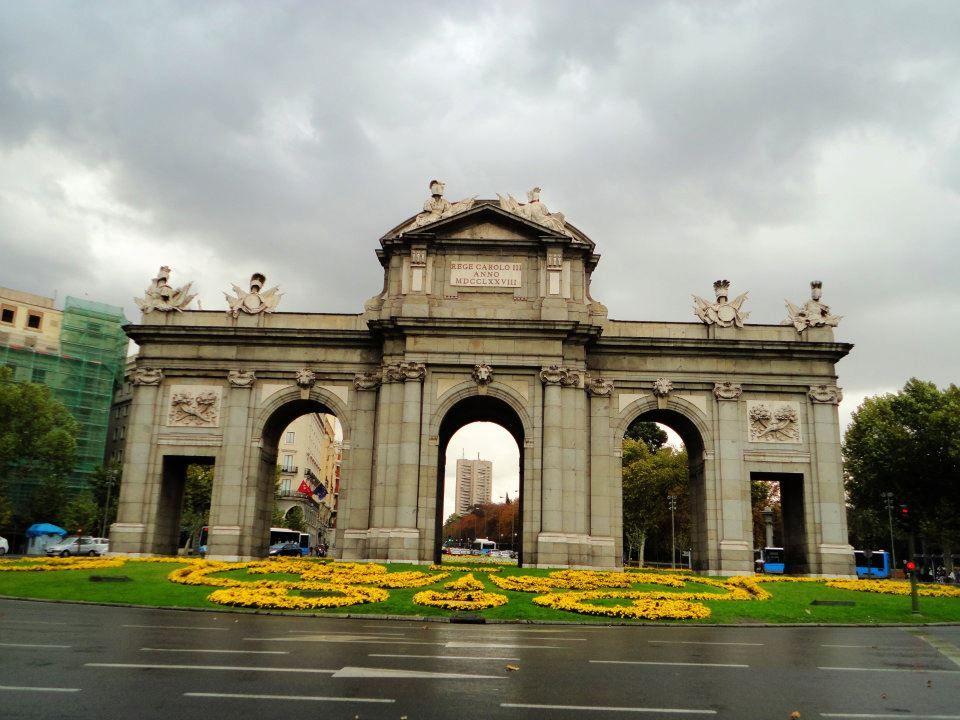 ahi esta ahi esta ...La Puerta de Alcalá (Madrid)