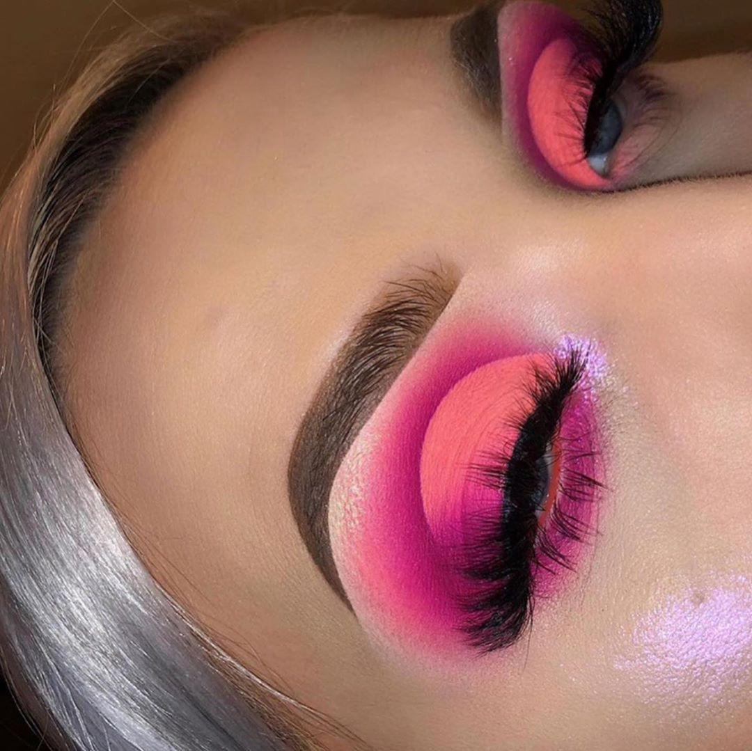 Stunning Neon Pink Cutcrease Eye Shadow Look
