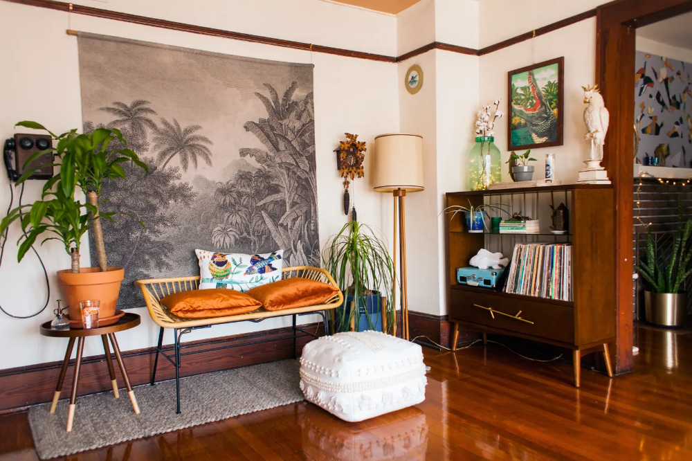 """A Florida Rental House Is """"Bohemian Vintage Swamp Chic"""" in"""
