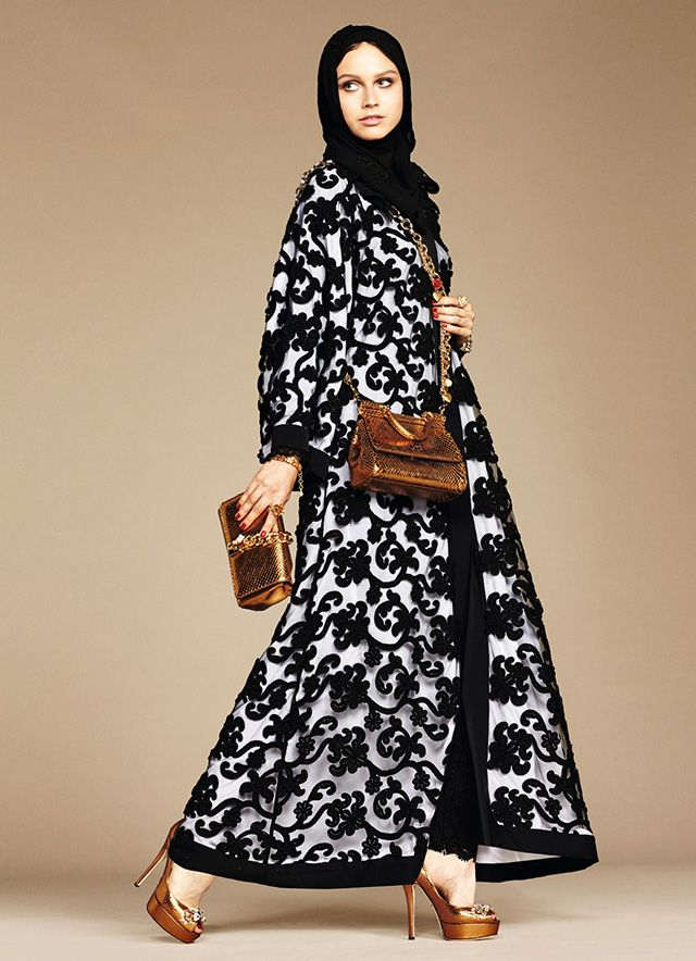 Dolce Gabbana 39 S Abaya Debut The Italian Fashion Brand Joins An Poses Mood Pinterest