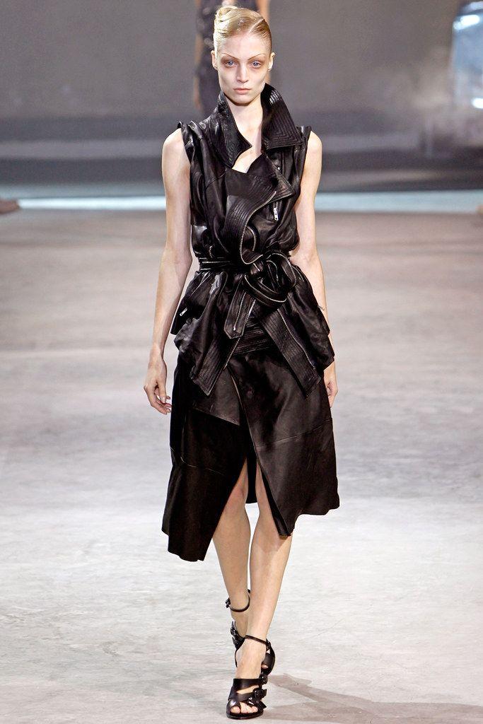 Haider Ackermann Spring 2011 Ready-to-Wear Fashion Show - Melissa Tammerijn