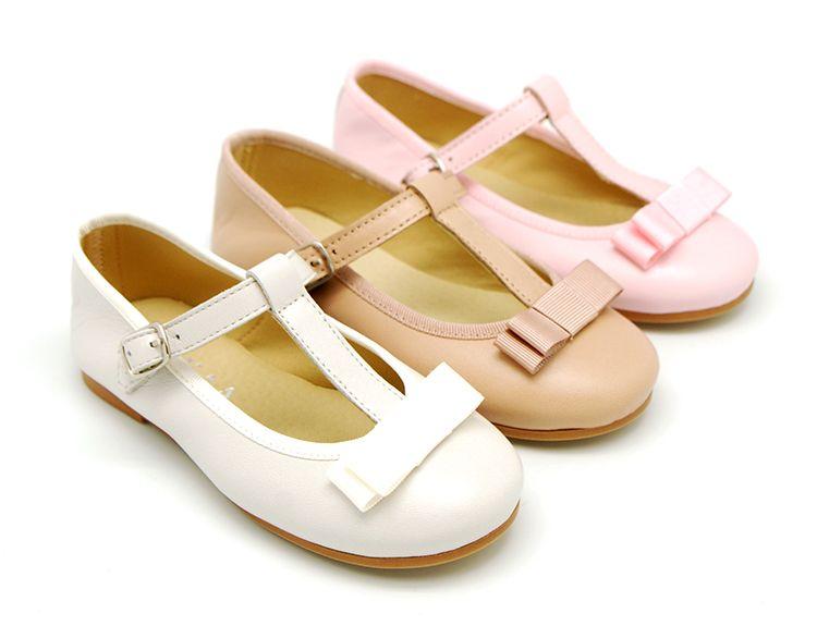 preferir encima galope  Tienda online de calzado infantil Okaaspain. Merceditas de serraje con  picados y hebilla. Cal… | Zapatos colegiales niña, Zapatos para niñas,  Zapatos primeros pasos