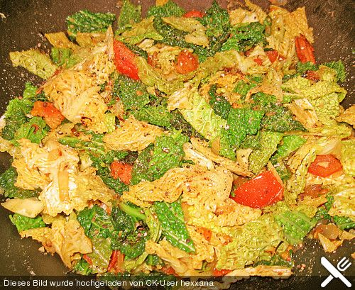 Kartoffel - Wirsing - Curry / Curry with potatoes, savoy cabbage, tomatoes and onions (spiced with ginger, garlic, chili, turmeric, jeera, coriander and cinnamon)