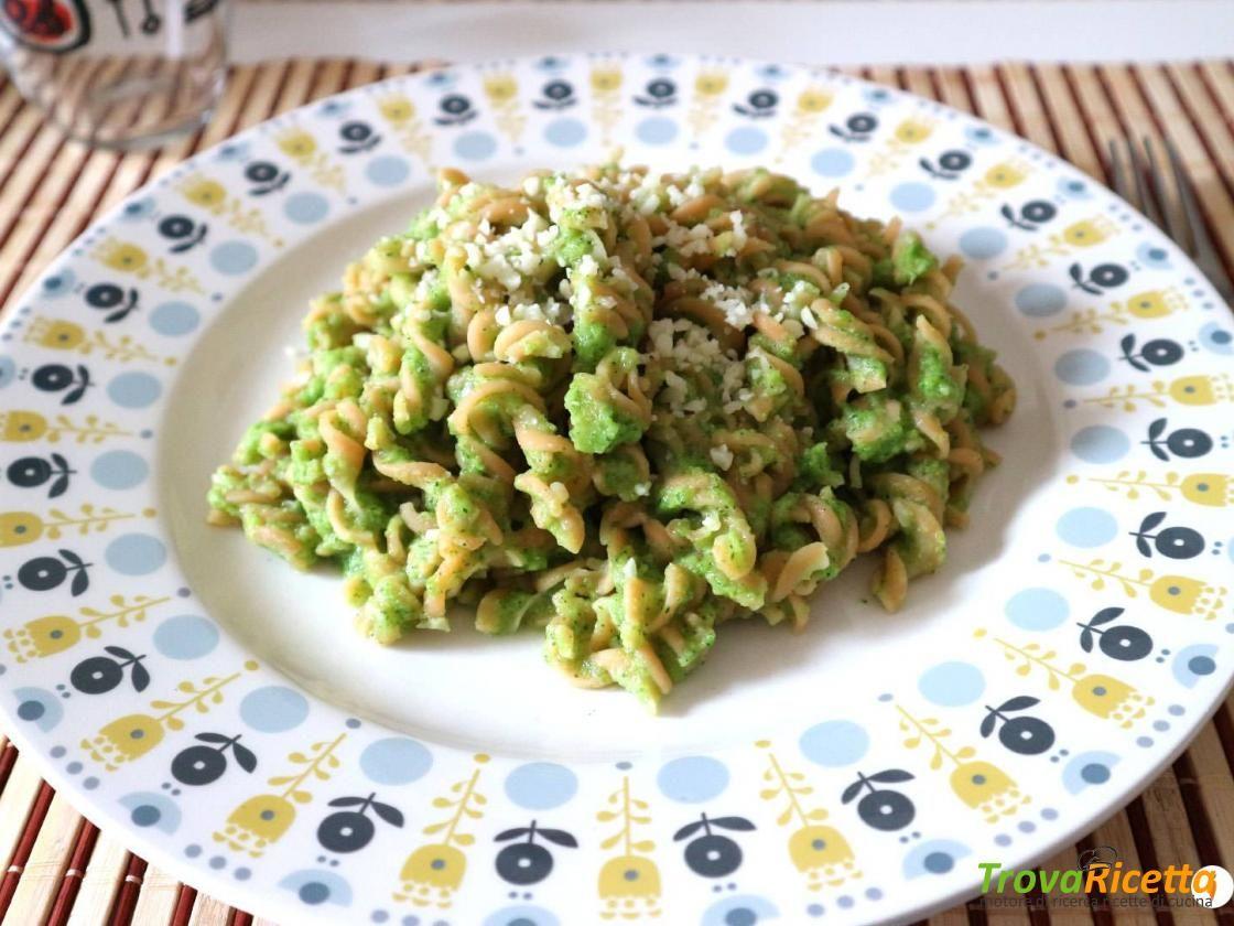 Pasta di lenticchie con crema di zucchine raw e pecorino  #ricette #food #recipes