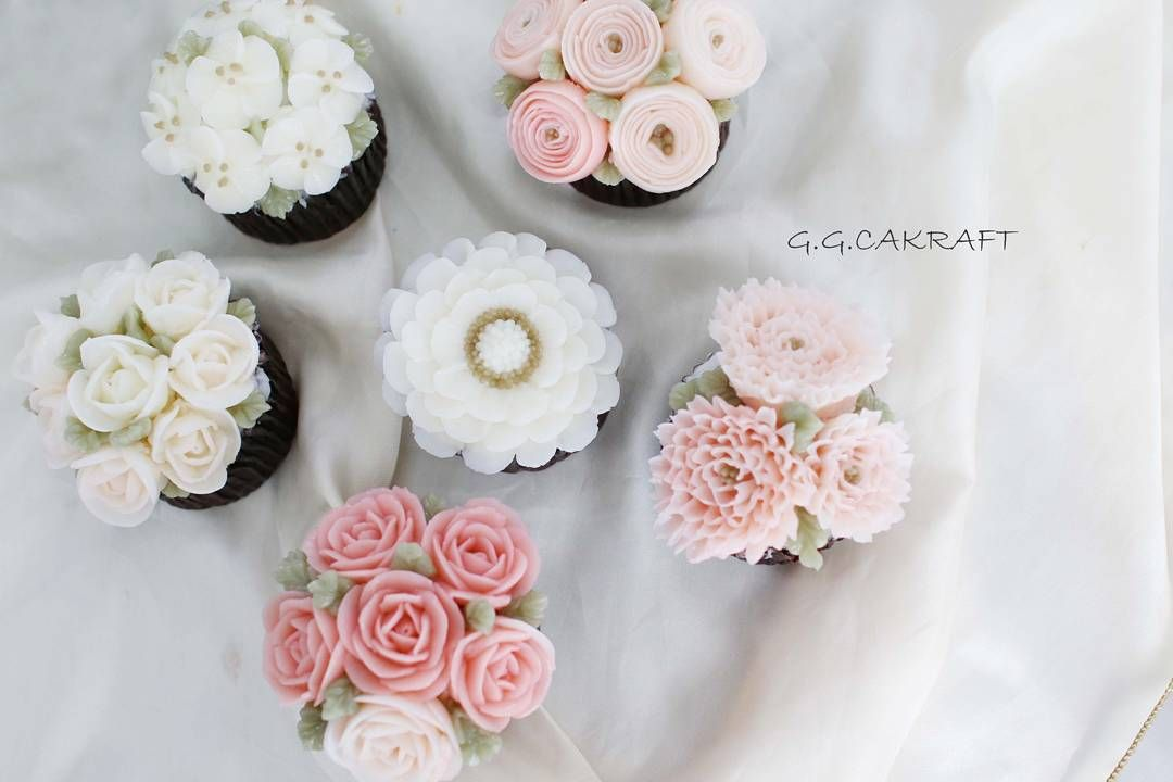 "100 Likes, 2 Comments - 플라워케이크 클래스 Flowercake class (@g.g.cakraft) on Instagram: ""Romantic pink cupcakes. 핑쿠핑쿠 여리여리 벚꽃같은 컵케이크 🌸🌸 3th days class in Basic course in Korea. Done by…"""