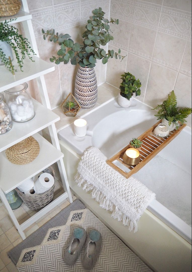 Quick & simple bathroom makeover - Using only accessories | Dove Cottage #bathroomdecoration