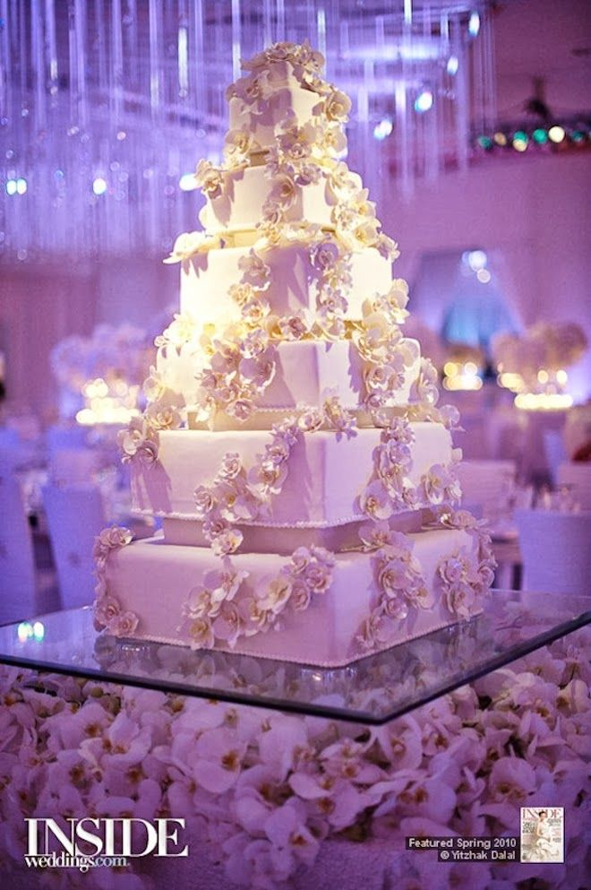 Fabulous Wedding Cake Table Ideas Using Flowers | Cake table ...