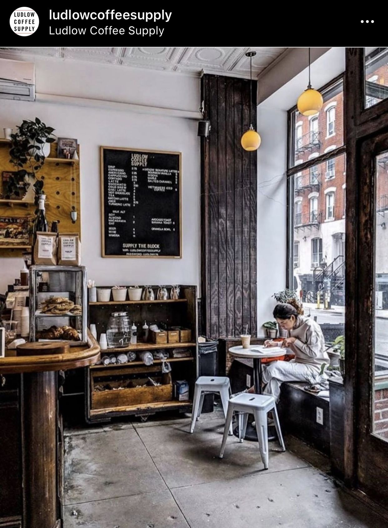 Pin By Luana Gruber On Persephone Erica Sage In 2020 Cafe Interior Coffee Shop Decor Coffee Shops Interior