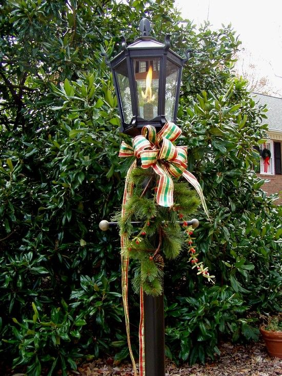 christmas design lamp post reminds me of charleston sc
