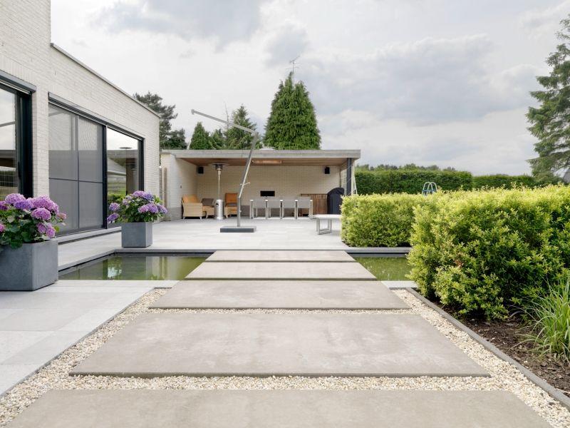 Mega tegels in beton deregro grond tuin en for Moderne tuin aanleggen
