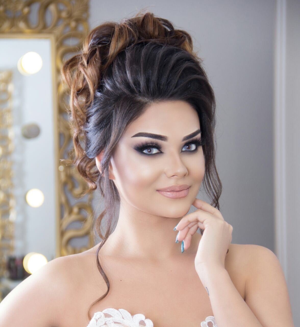 Wagging Make Up Hair Style Hair Stylist Life Bridal Hair Buns Front Hair Styles