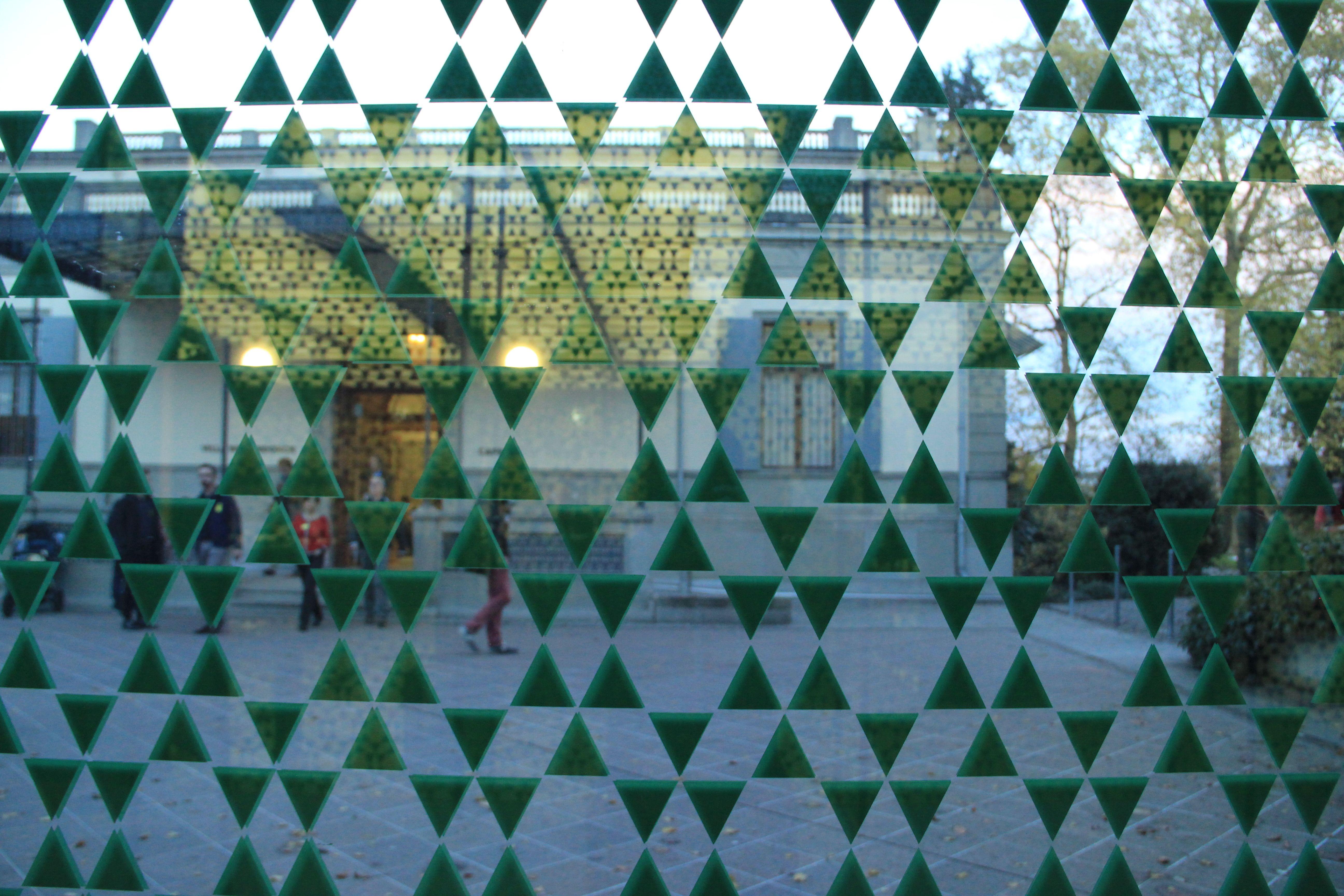 Fenster Rietberg fenster beklebt mit grünem sternförmigen muster erweiterung museum