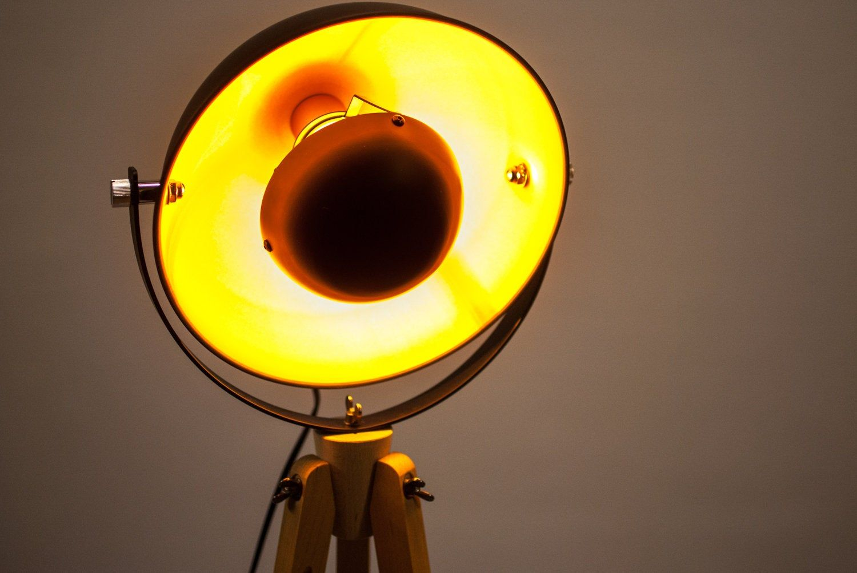 Tripod Floor Lamp Tripod Bauhaus Industrial Design Spotlight Wood In 2020 Lampen Bodenlampe Lampe Kupfer
