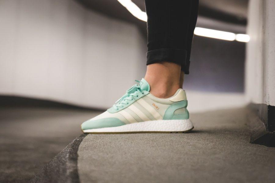 adidas w iniki runner verde / bianco dentro le scarpe adidas