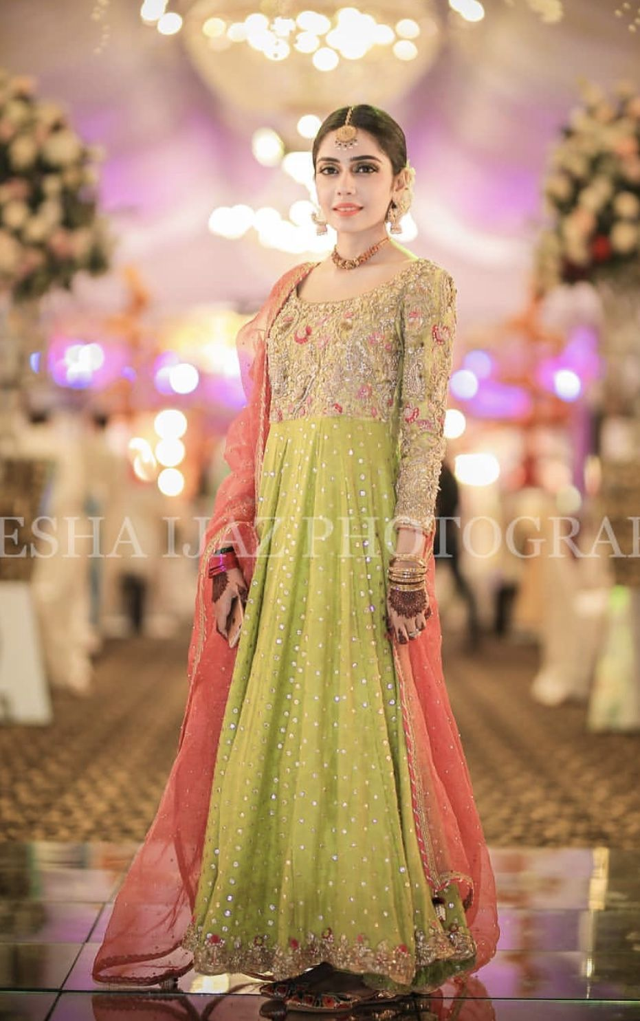 ac5fe30f37 Grooms sister Mehndi dress inspo | Fashion design in 2019 | Dresses ...