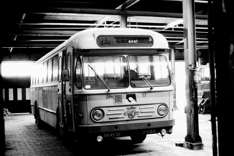 Auto Garage Terneuzen : Zvtm terneuzen bus 17 een bolramer in de garage in drieschouwen bij